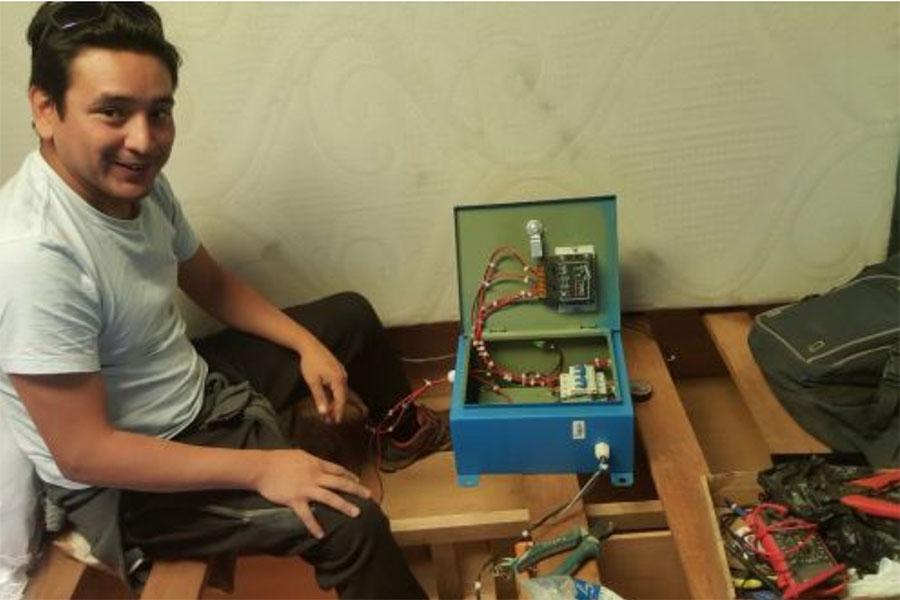 Inventan cama que emplea energía solar para combatir friaje