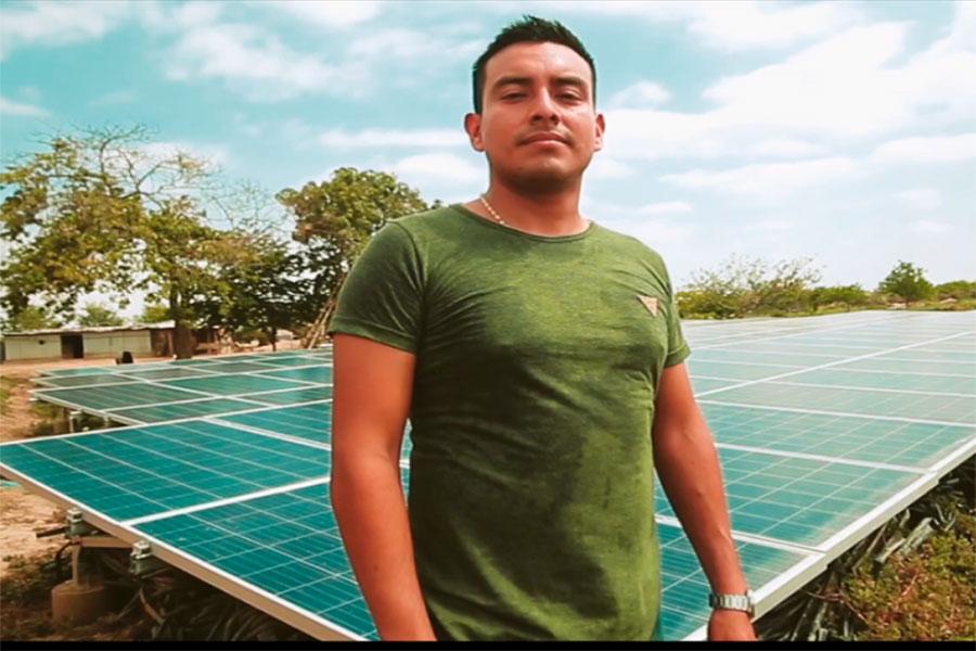 Antony, un talento becado que contribuye en favor del medio ambiente