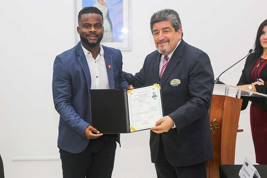 Futbolista Johnnier Montaño se nacionalizó peruano