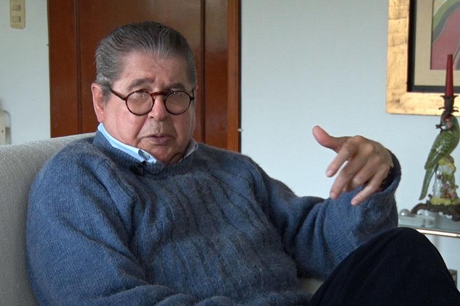 Escritor Alfredo Bryce Echenique cuenta sus memorias