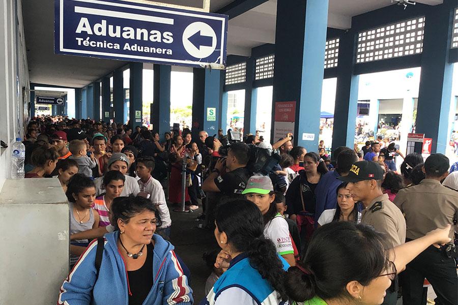 Tumbes: aumenta flujo de migrantes venezolanos en último día de ingreso sin visa