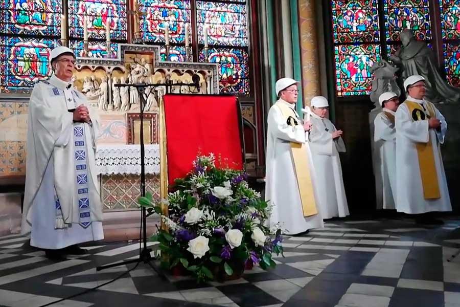 Catedral de Notre Dame albergó su primera misa tras incendio