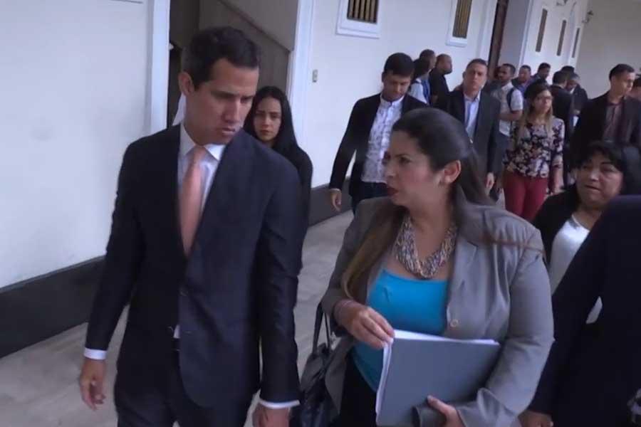 Guaidó denuncia arresto de siete militares y policías venezolanos