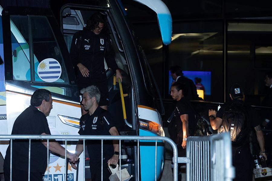 Selección uruguaya llega a Salvador para enfrentamiento contra Perú