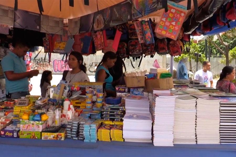 Venezuela inicia el año escolar en medio de crisis económica