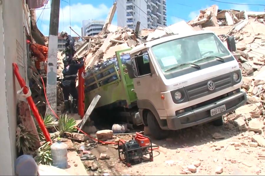 Sigue búsqueda de desaparecidos en derrumbe de edificio en Brasil