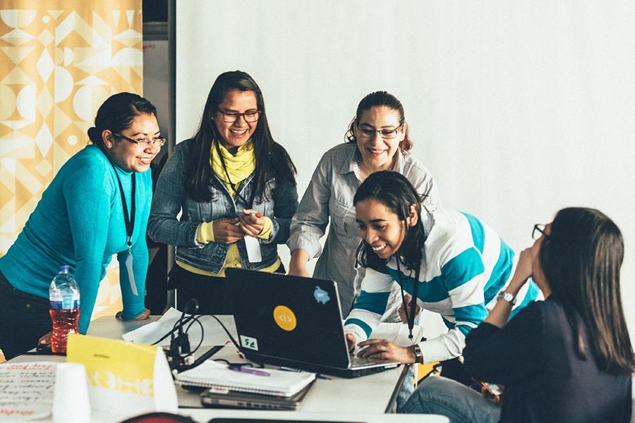 Laboratoria: el emprendimiento que abre las puertas a mujeres en el mundo digital