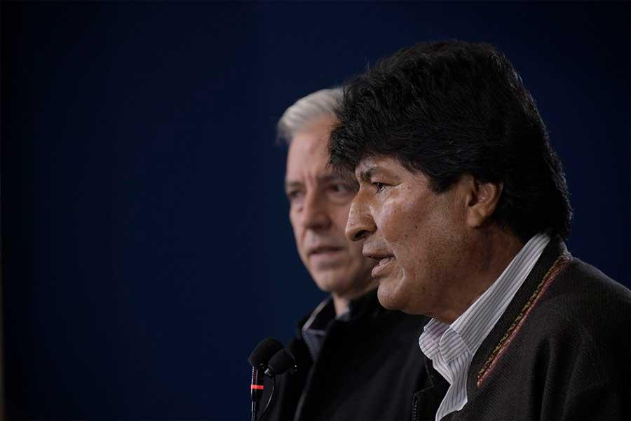 Evo Morales parte a México mientras la violencia toma las calles de Bolivia