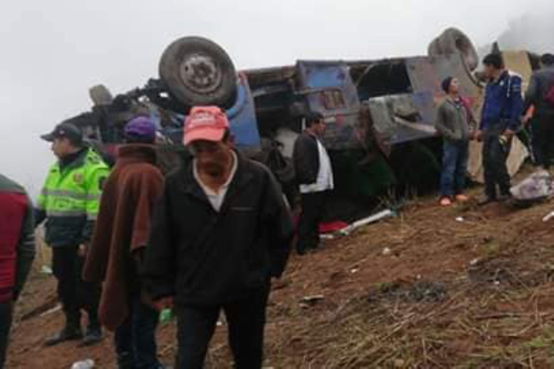 Bus cae el abismo en Otuzco y mueren más de 10 personas