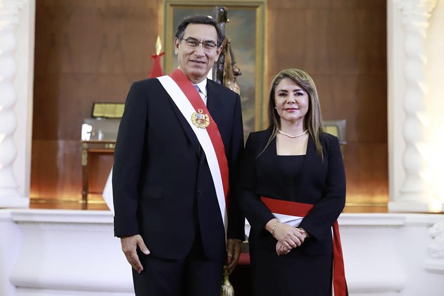 Presidente Vizcarra tomó juramento a María Elizabeth Hinostroza como ministra de Salud