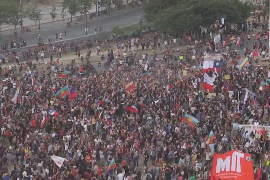 Chile: Miles de personas se concentraron para conmemorar un mes de protestas