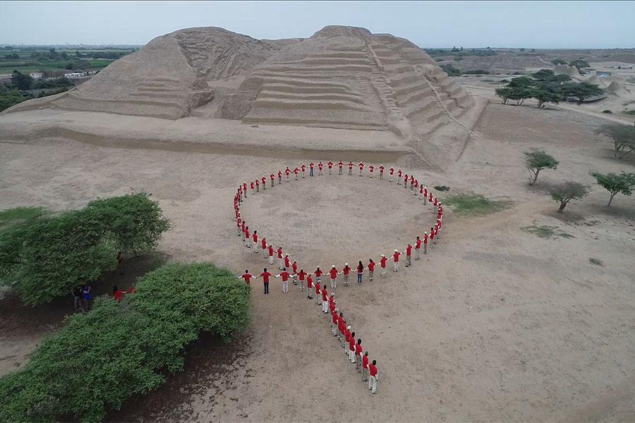 Chan Chan: forman lazo humano por lucha contra el VIH - SIDA