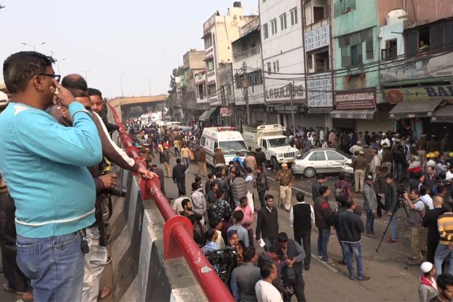 Más de 40 muertos en incendio de fábrica en Nueva Delhi