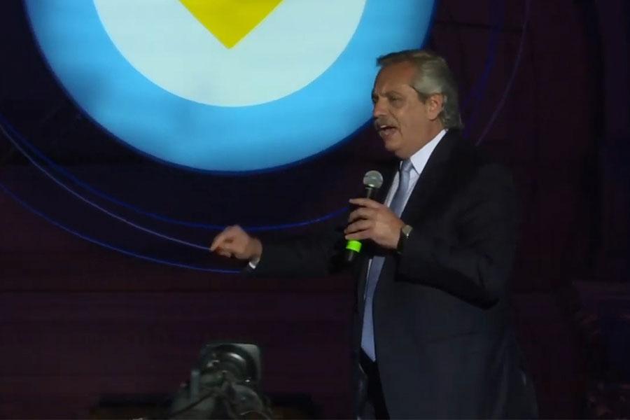Fernández se compromete a pagar deuda con FMI y reducir pobreza