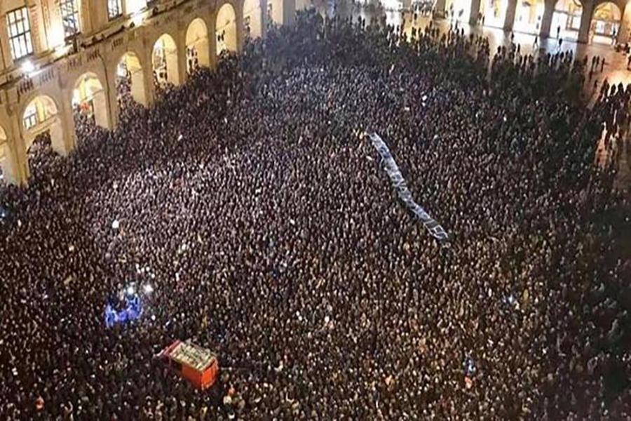"""Italia: """"Sardinas"""" antifascistas se manifiestan contra el gobierno"""