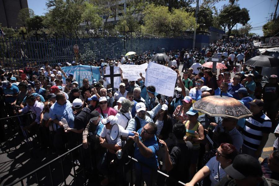 El Salvador. Ciudadanos exigen a Congreso que apruebe crédito para seguridad pública