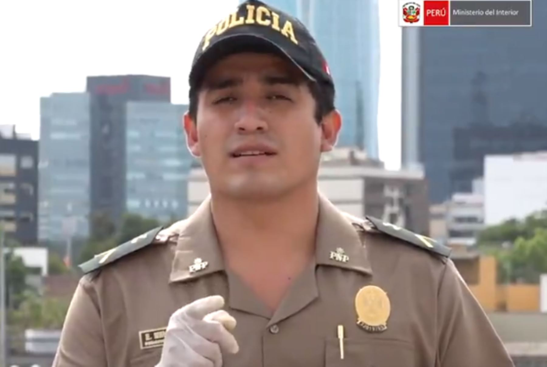 Suboficial Elvis Miranda manda emotivo mensaje a la población