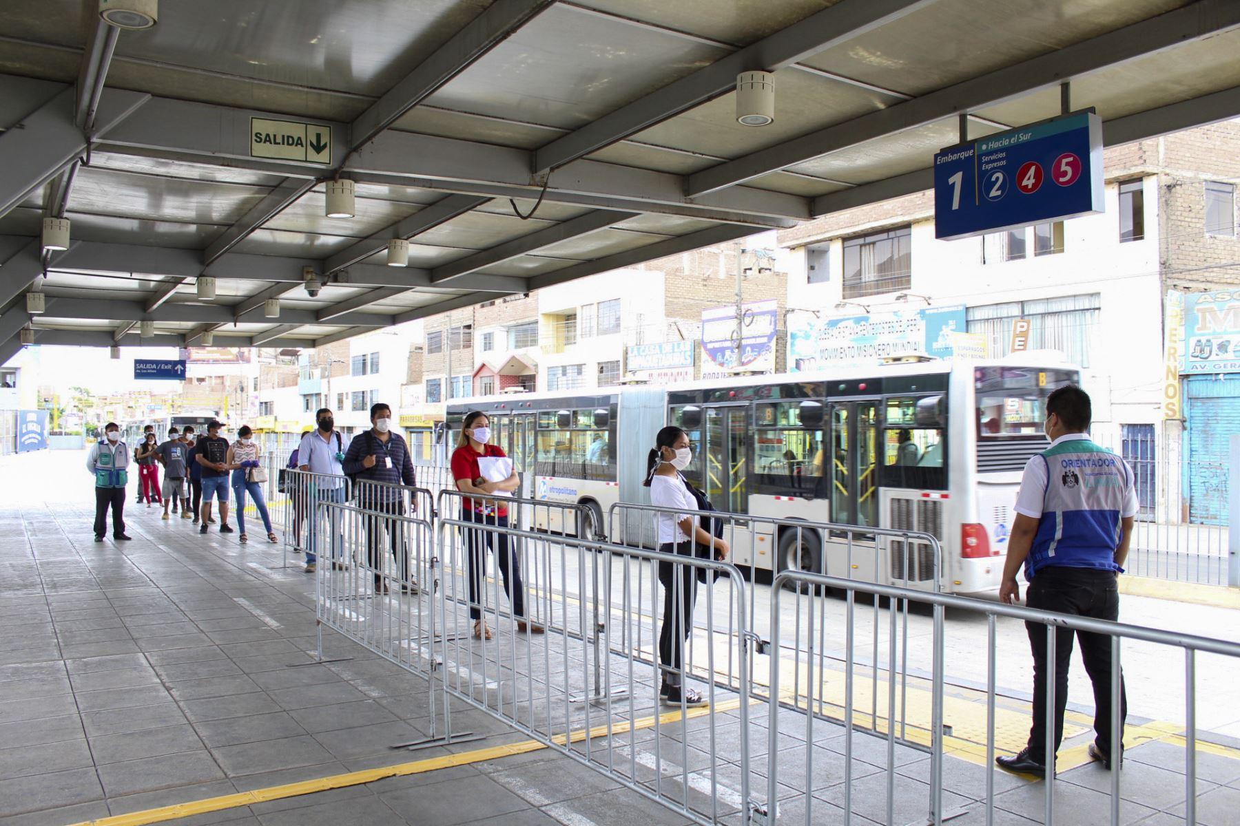 Detectan casos positivos de coronavirus en Metropolitano y Metro de Lima
