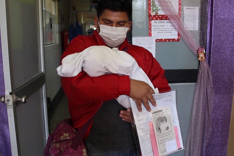 Bebé de madre con covid-19 nace sana y sale de alta