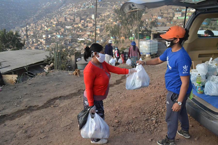 Ejemplar: vecinos de VMT se organizan para ayudar a vecinos más necesitados