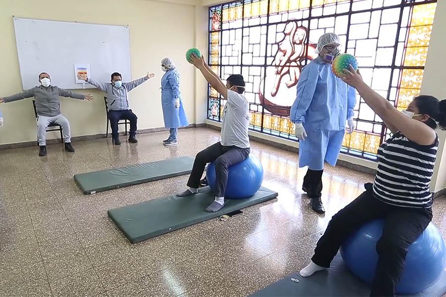 Hospital Dos de Mayo inicia programa de rehabilitación para pacientes que superaron el covid-19