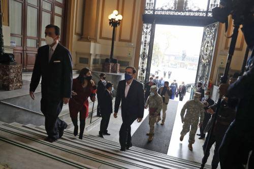 Presidente Martín Vizcarra llega al Congreso