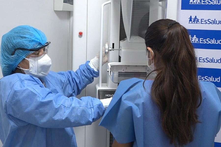 EsSalud realiza campaña de detección de cáncer de mama en Lince