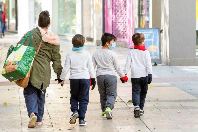 Coronavirus: Se reduce edad de niños con restricciones para salir durante pandemia