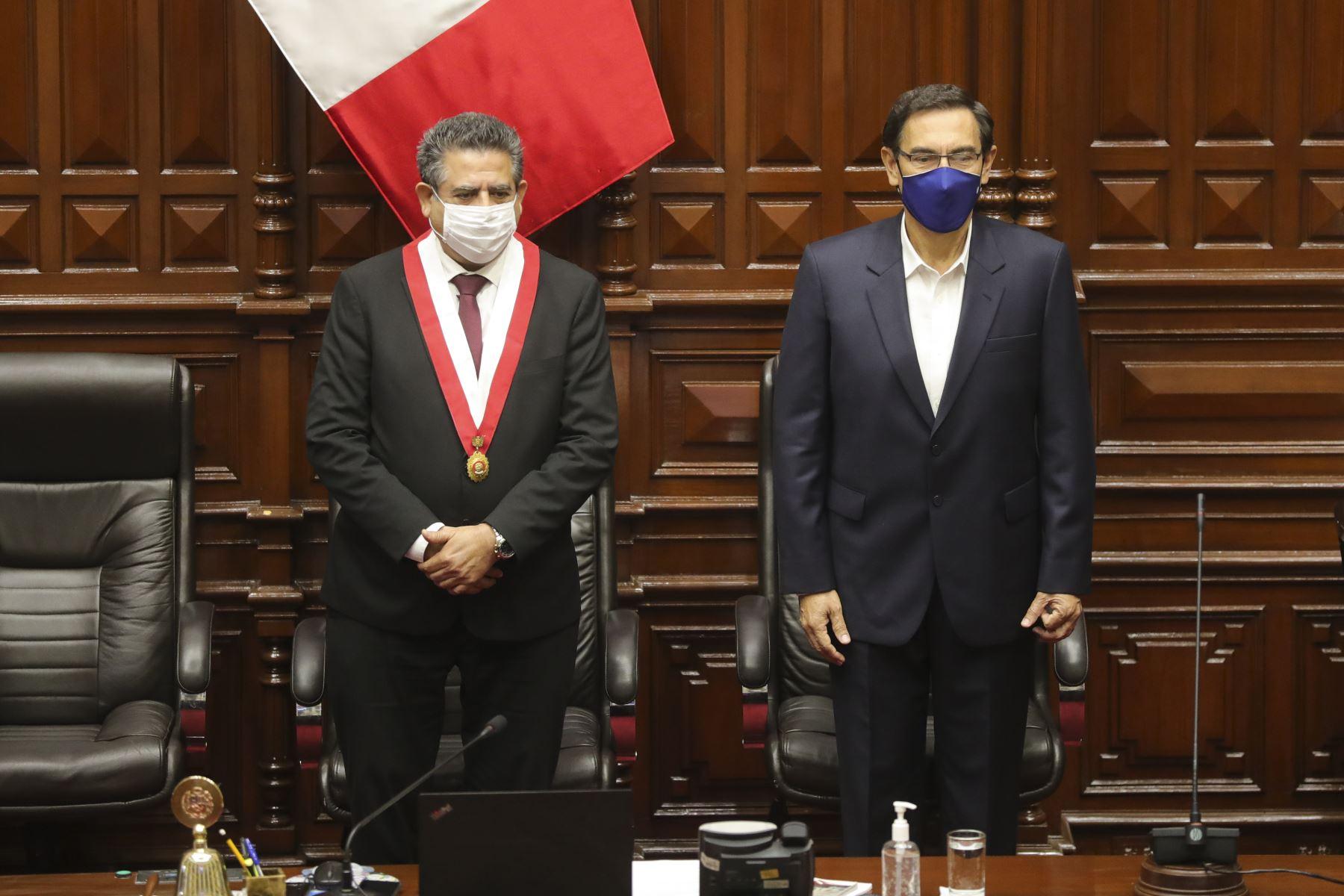 Presidente Vizcarra confirma reunión con titular del Congreso este lunes
