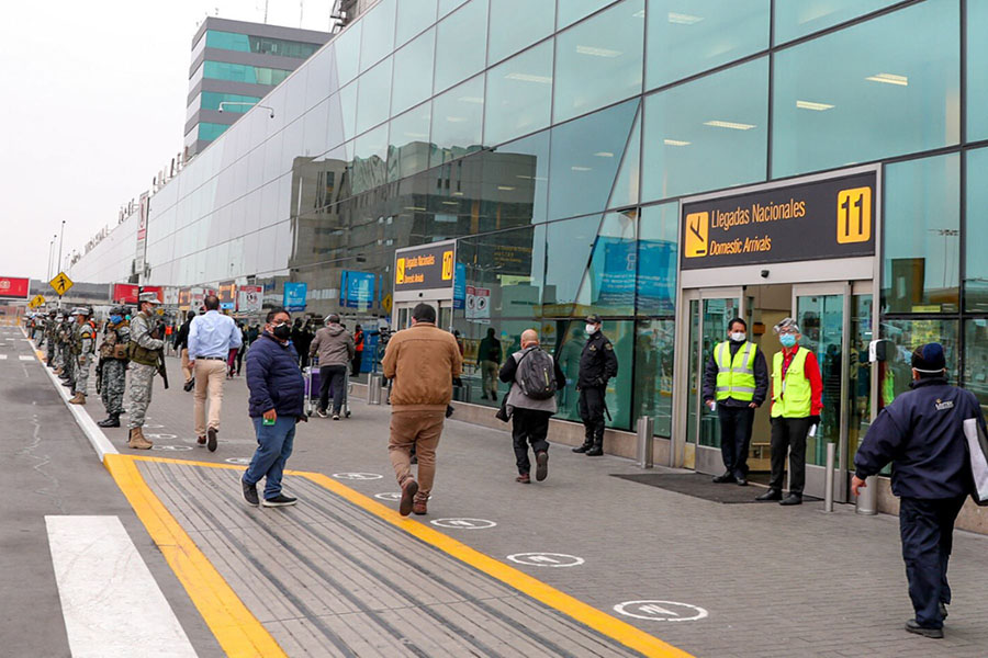 Vuelos internacionales se reanudan con viajes de pasajeros a siete países