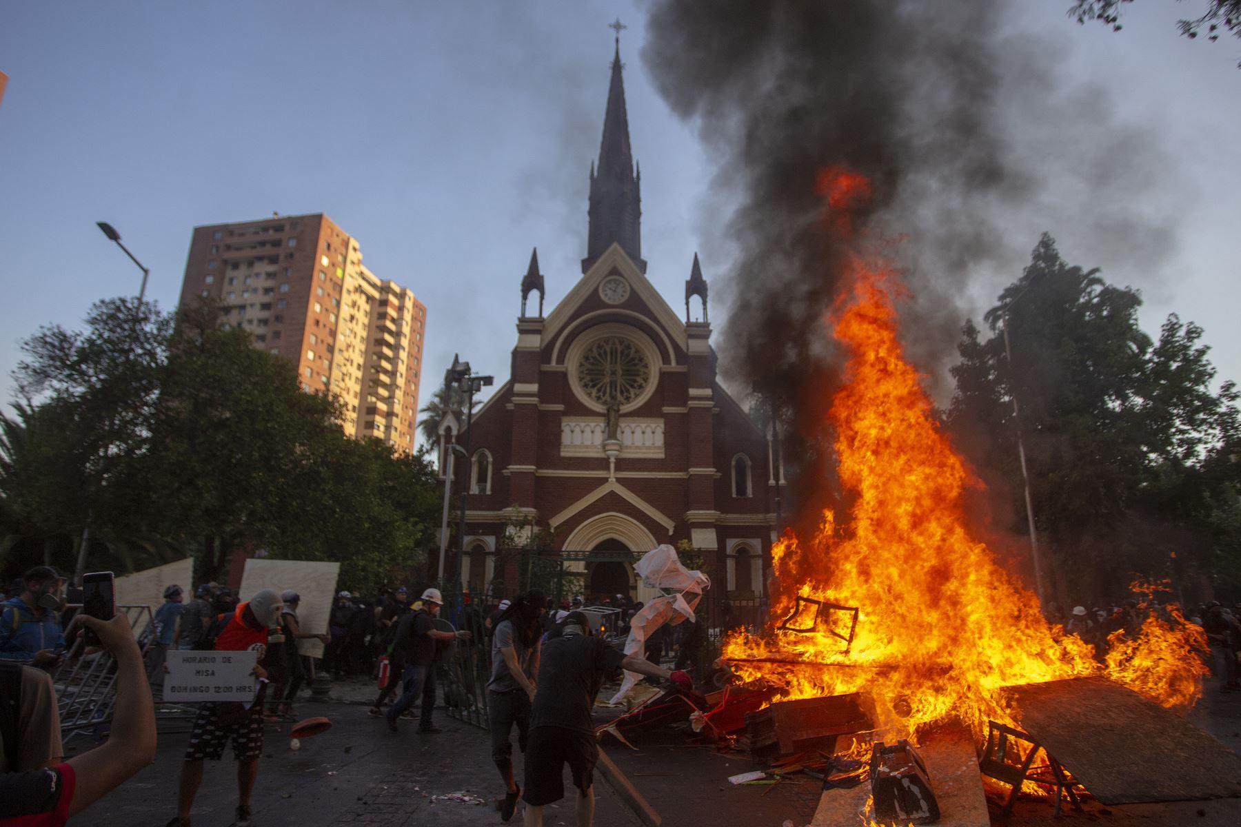 Casi 600 detenidos en Chile durante jornada de conmemoración de protestas