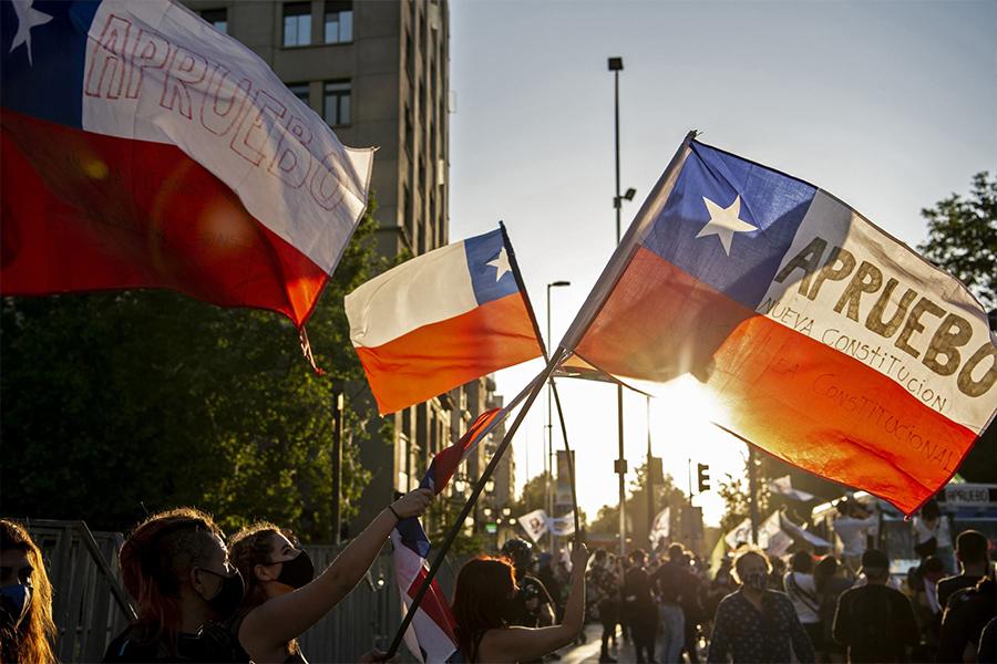 Antena Internacional: Chile deroga la constitución de Pinochet