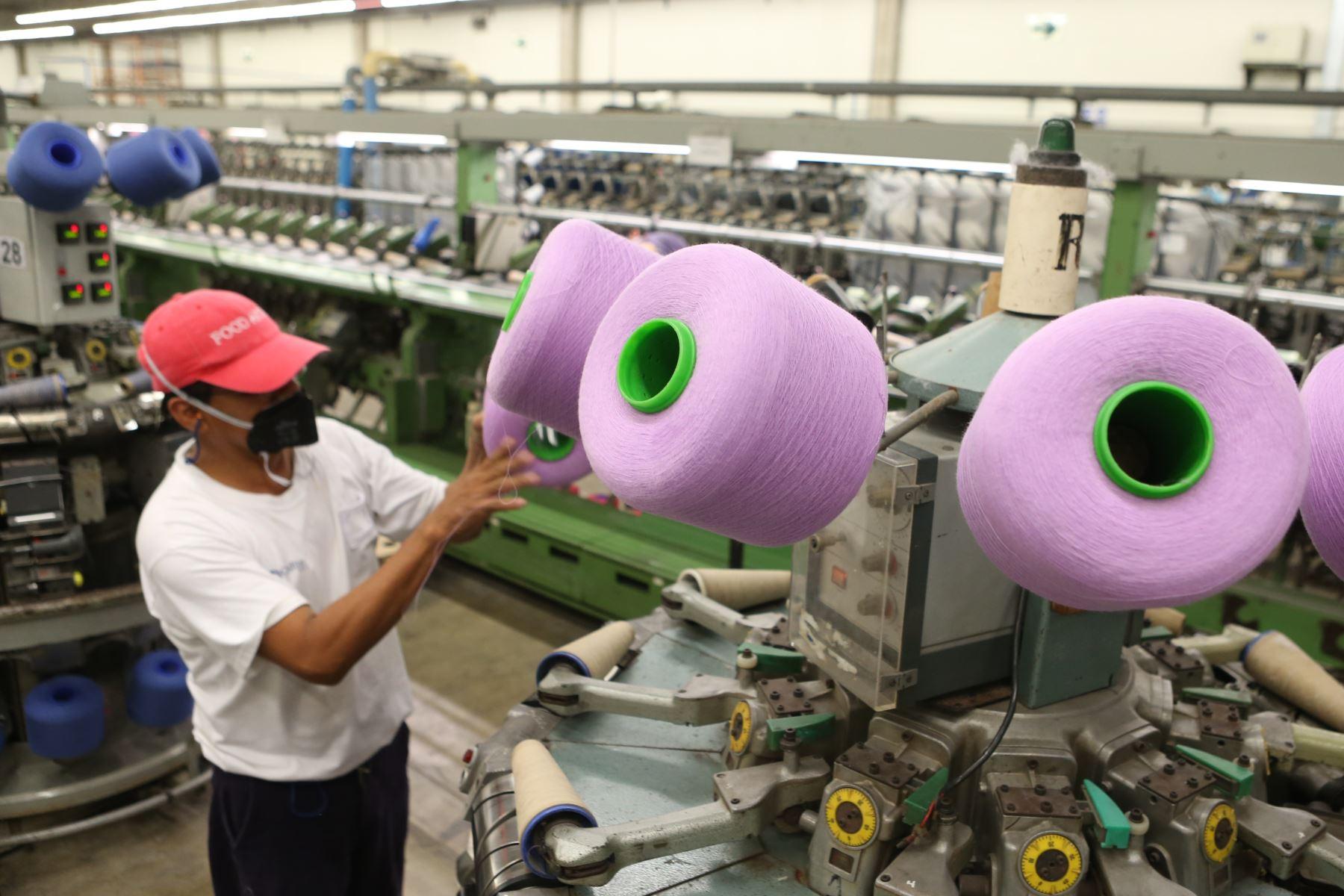 Gobierno presenta proyecto de decreto de urgencia para promover empleo formal