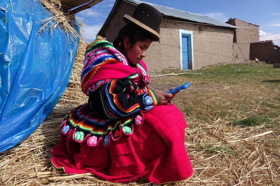 Conoce a la primera estudiante del altiplano en recibir una tablet