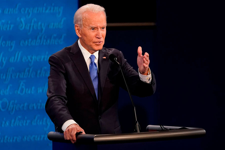 Joe Biden se rompió el pie al jugar con su perro