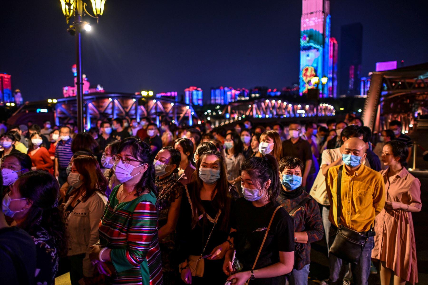 La vida nocturna estalla en el Wuhan post-covid