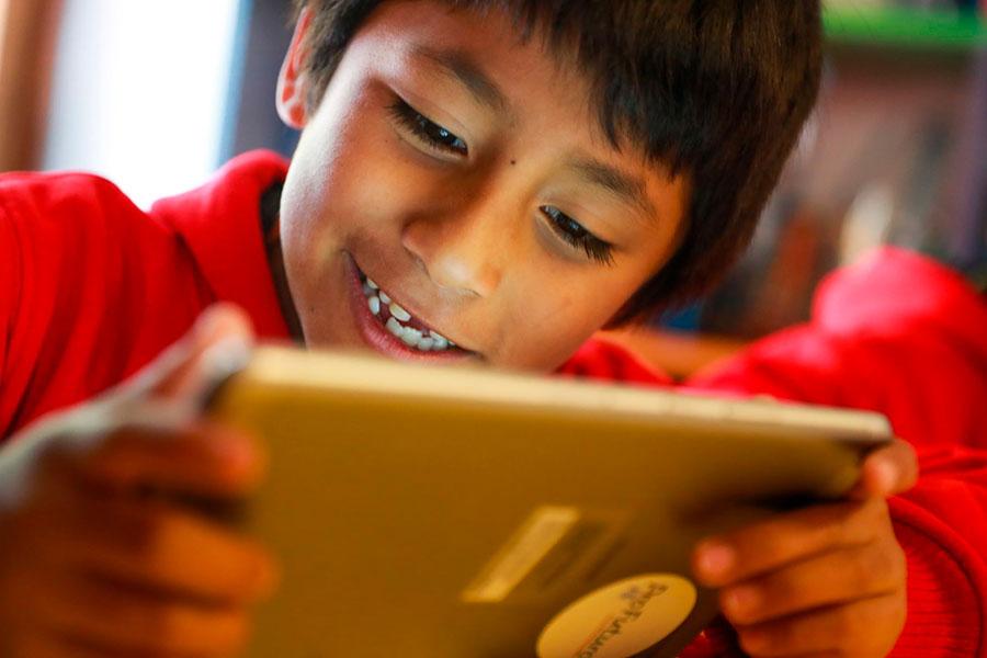 ¿Qué daño a la vista causan la tablet y el celular?