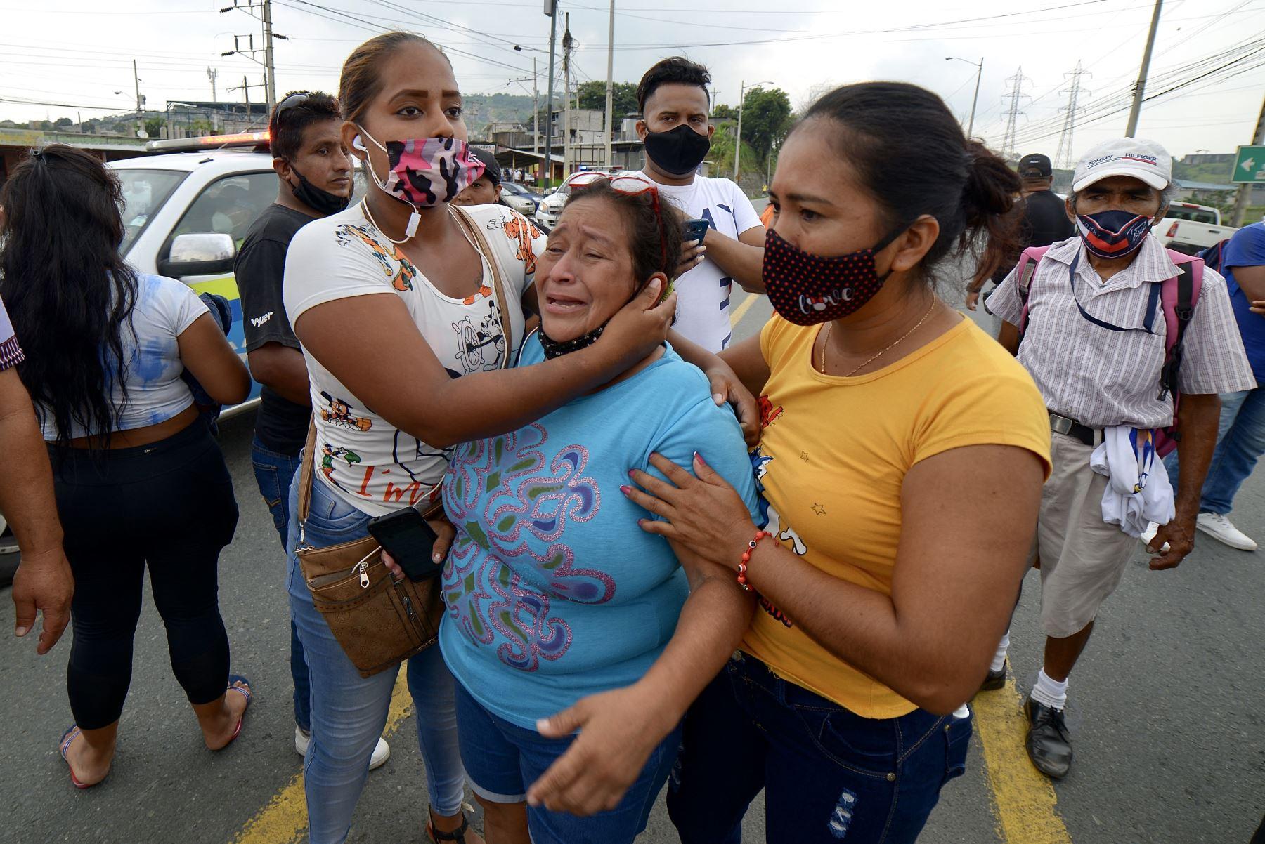 Ecuador se sume en su peor crisis carcelaria con decenas de reclusos muertos en un día