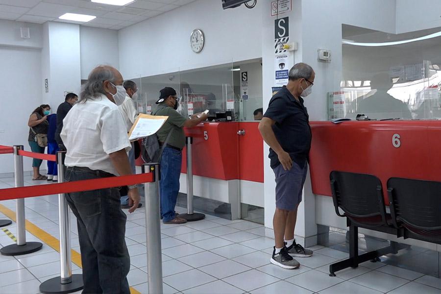 Banco de la Nación orienta a usuarios a acudir a agencias menos concurridas