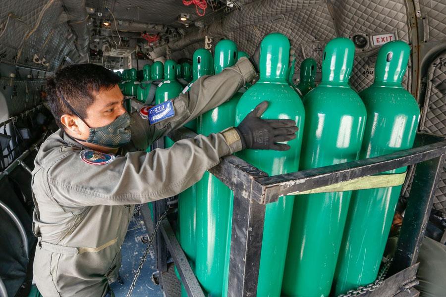 Oxígeno: el lunes comenzarán a llegar importaciones de Chile y donación de 1,000 toneladas