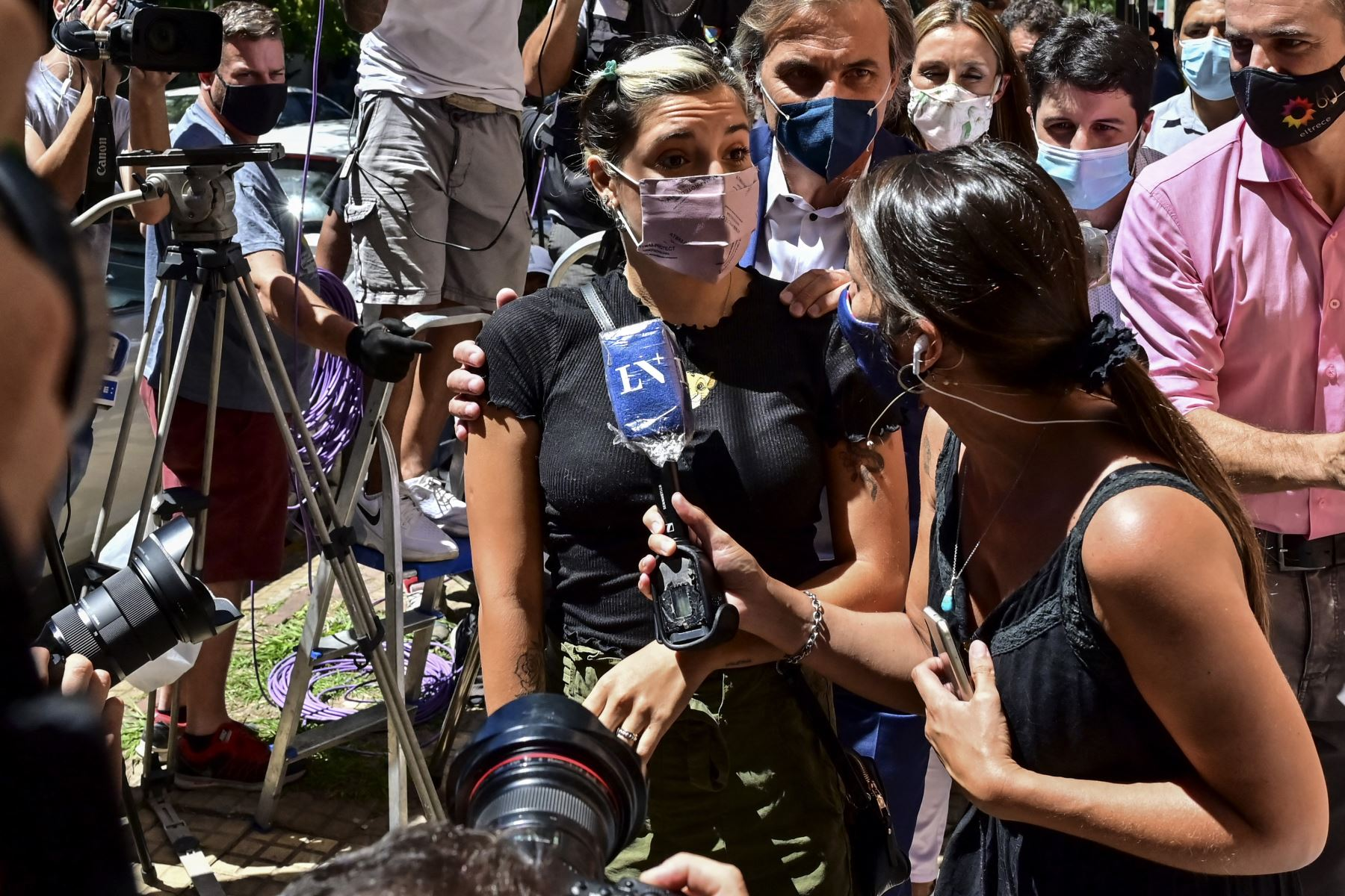 Hijas de Maradona amplían declaración ante fiscalía que investiga su muerte