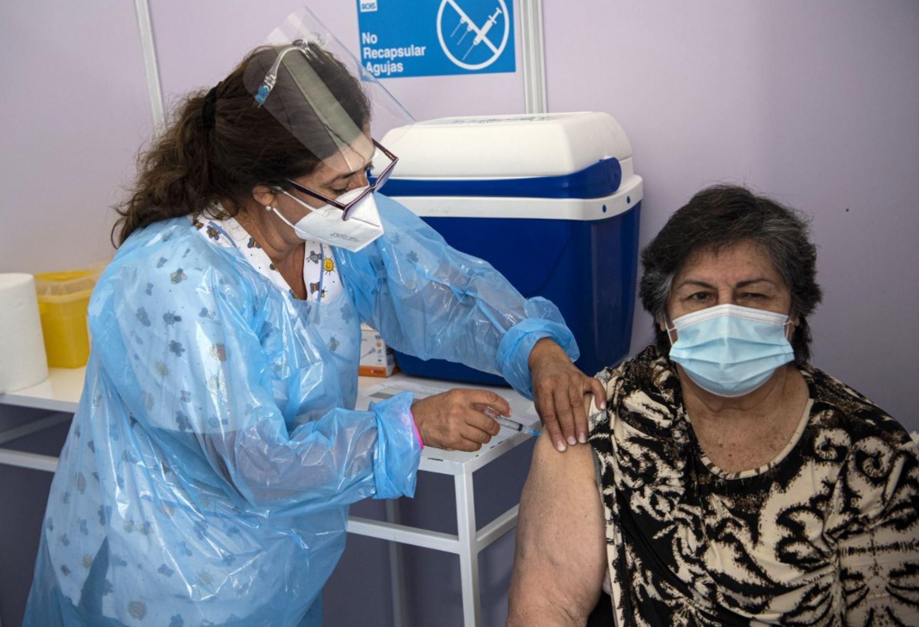 Chile avanza como líder de la vacunación contra covid en América Latina