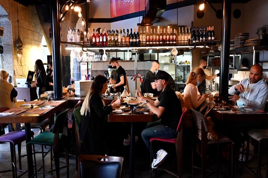 Israel vuelve casi a la normalidad con la reapertura de restaurantes