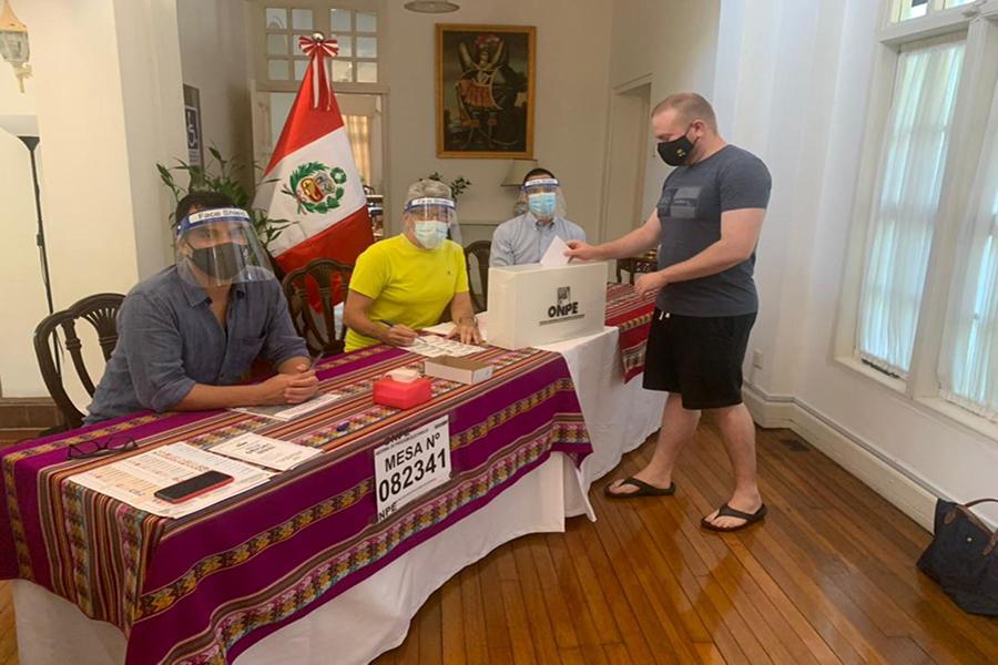 Elecciones 2021: peruanos en el exterior acuden a votar en orden