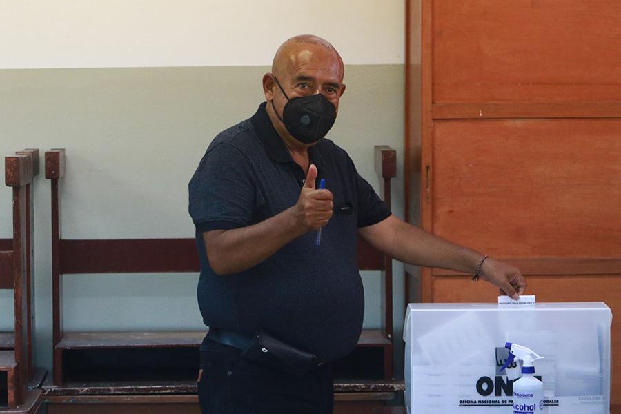 Elecciones 2021: Andrés Alcántara emite su voto