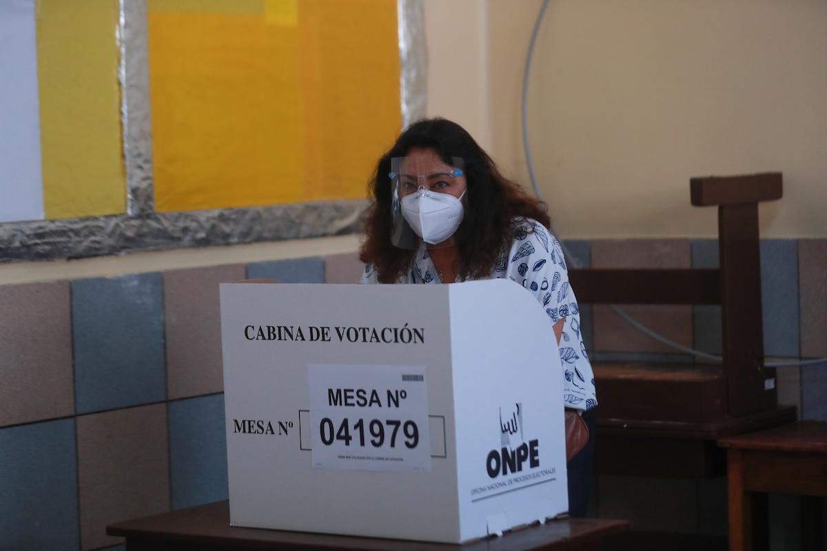 Violeta Bermúdez exhorta a sufragar cumpliendo con los protocolos