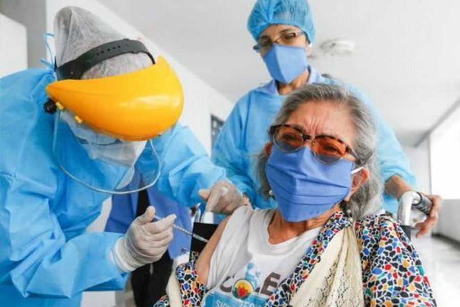 Minsa espera tener vacunados a todos los adultos mayores de aquí a julio