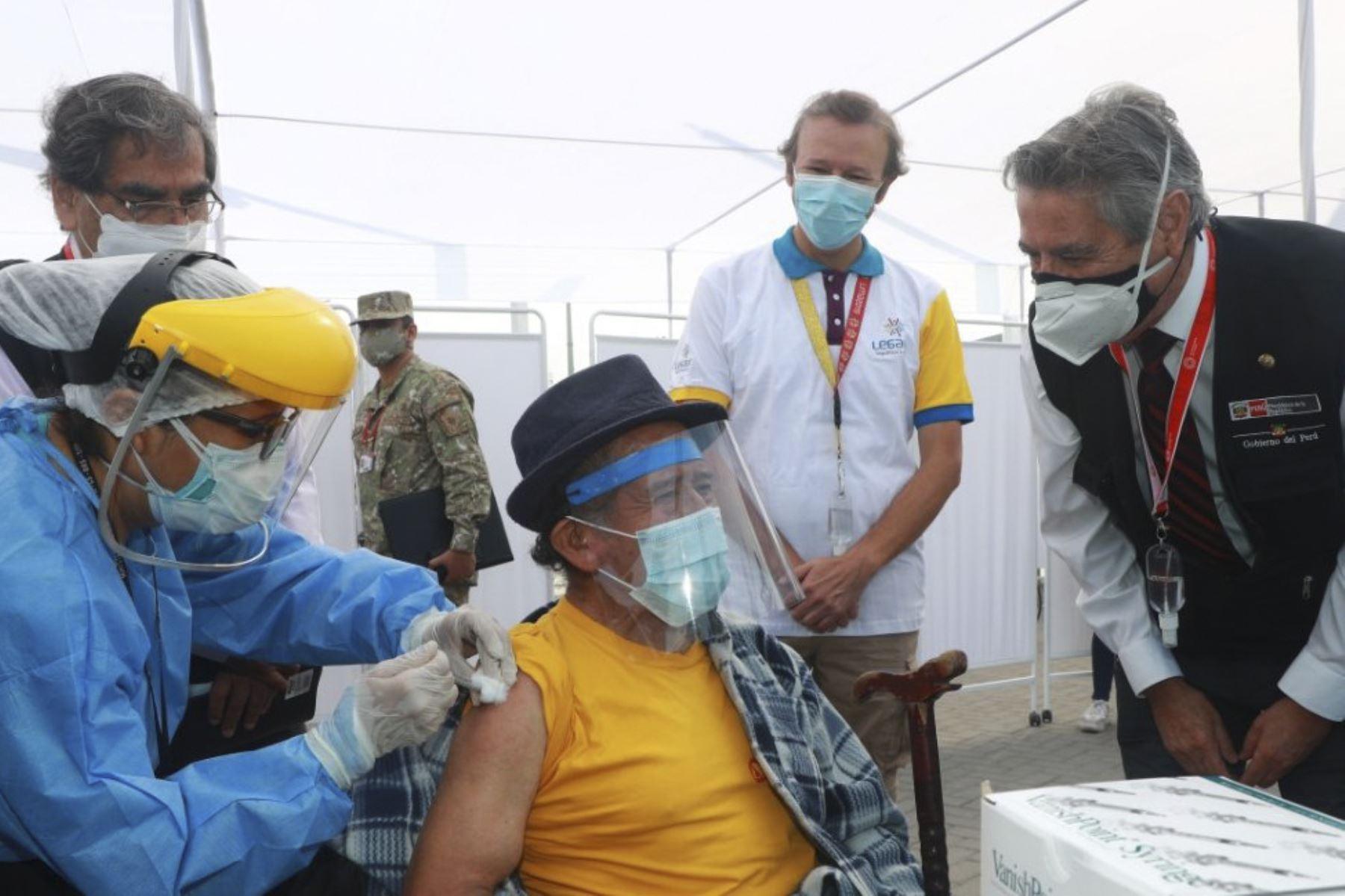 Presidente Sagasti: todos estarán vacunados a fin de año
