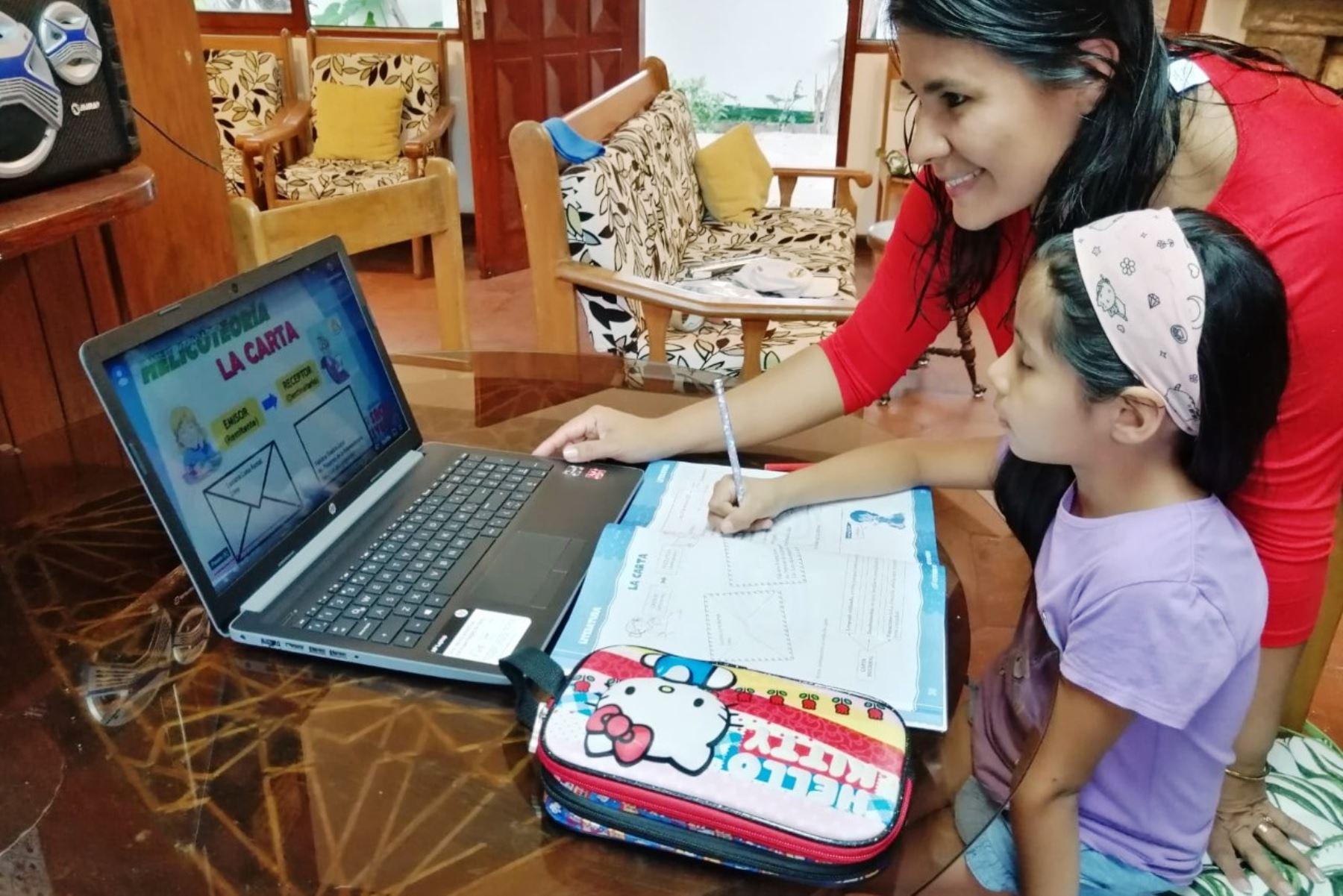 Minedu pide a padres generar ambientes agradables para clases virtuales de sus hijos