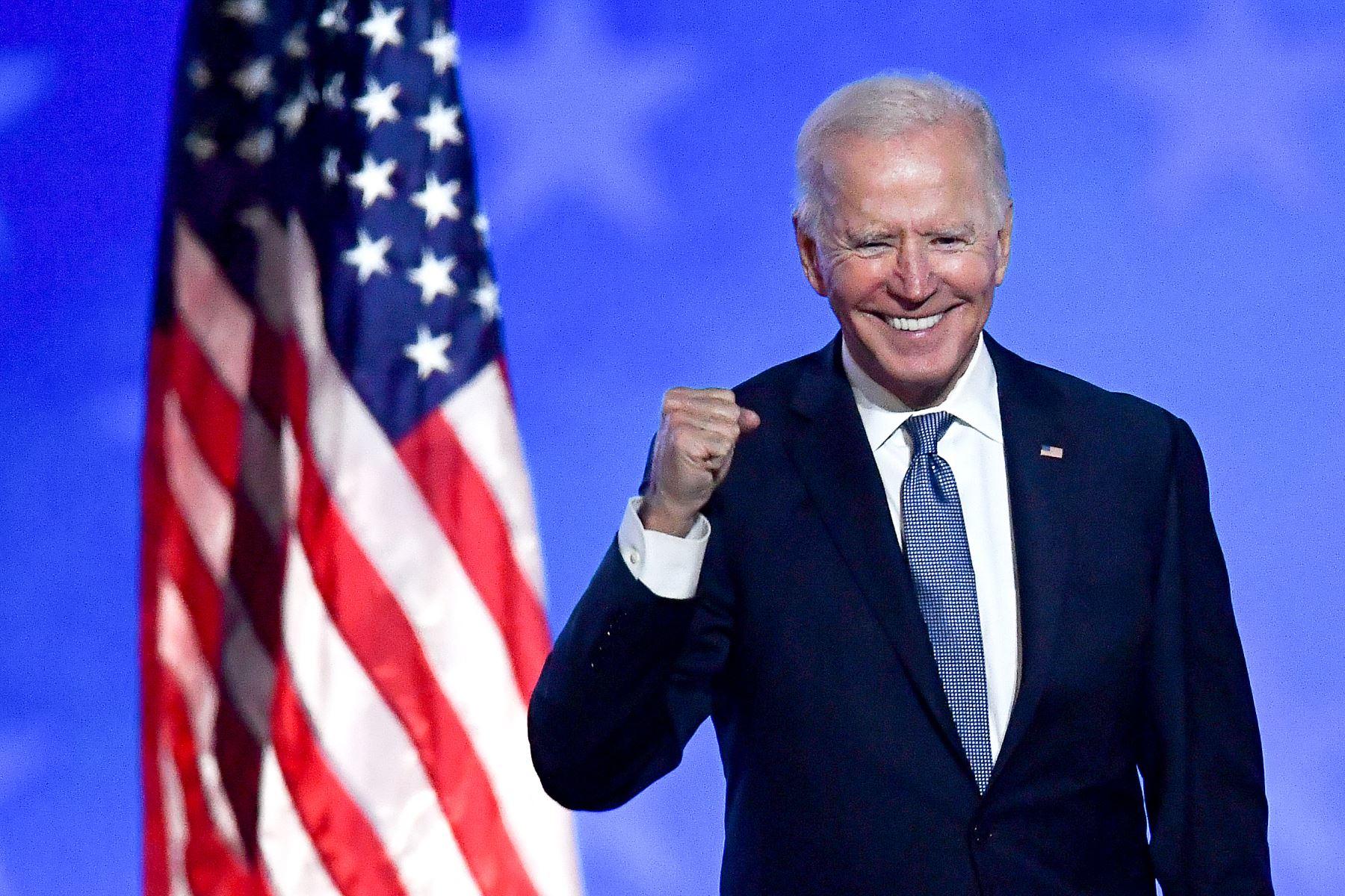 """Biden celebra logro """"asombroso"""" de 200 millones de vacunas administradas en EEUU"""